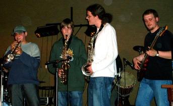 Une section cuivre complète en guest, avec Manu (absent de la photo), Romain, et Simon.