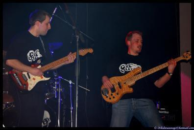 ...et la section guitaristique