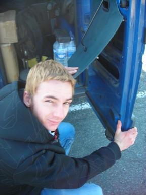 Antoine, notre homme à tout faire: chauffeur-mécano-videur-roadie-commerçant! Un grand merci à lui qui nous a prêté un sacré coup de main!