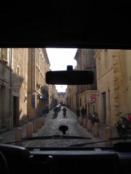 Arrivée dans les vieux quartiers de Bordeaux