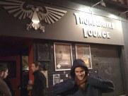 Tomasito devant le Thunderbird Lounge, à St-Etienne