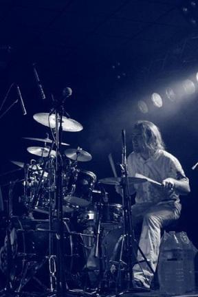 Tom alias Jimy Wong à la batterie