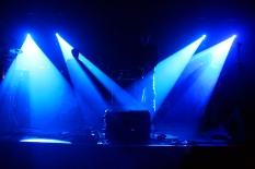 Ambiance bleutée... merci à Kevin aux lumières! ;-)