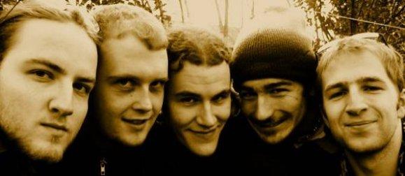Tous jeunes et imberbes, en 2004... Ahhh nostalgie quand tu nous tiens!
